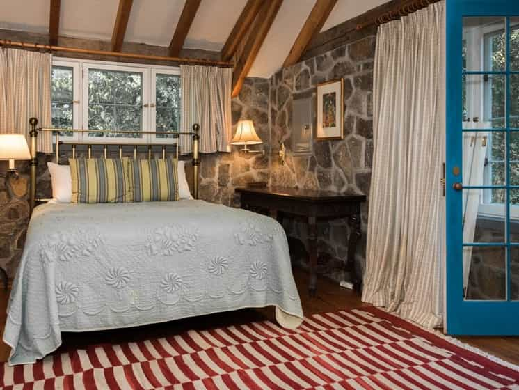 1475071144-syn-edc-diane-sawyer-home-bedroom-2